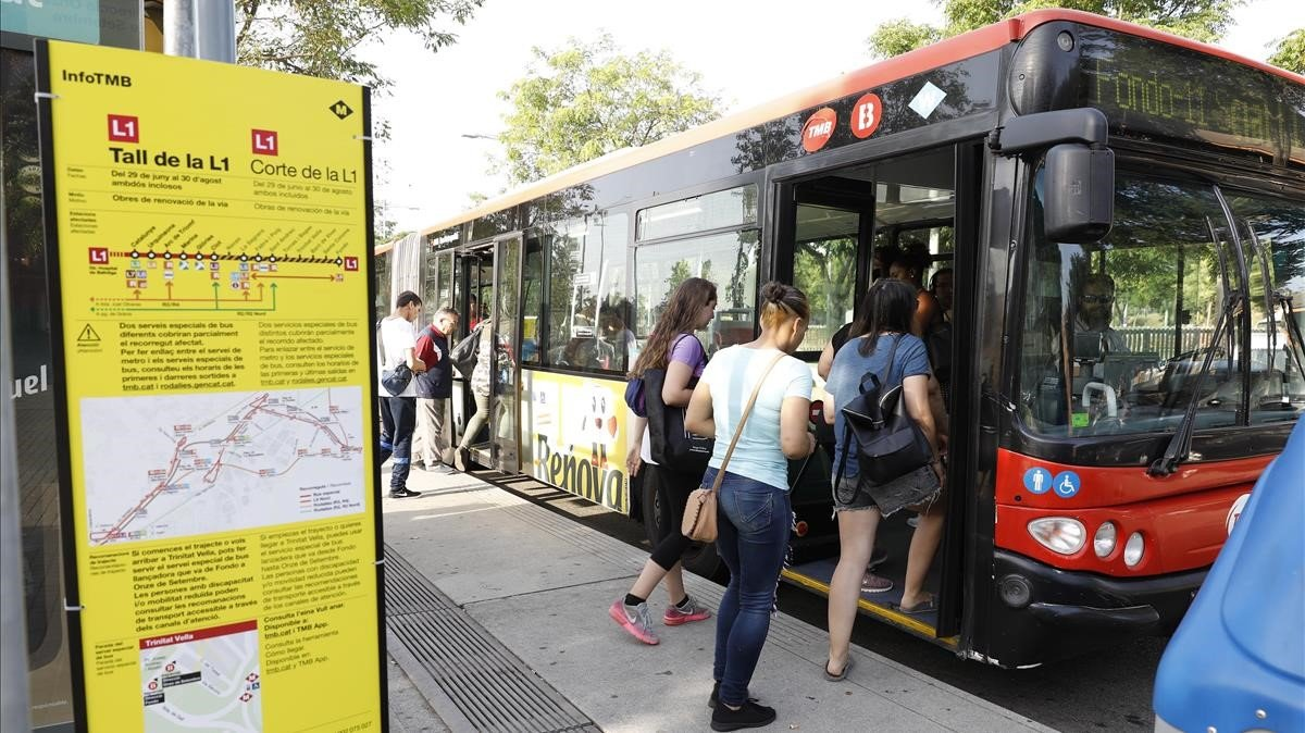 La parada del bus lanzadera de Trinitat Vella.