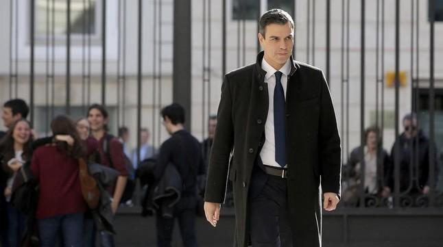 Pedro Sánchez, llega al Congreso de los Diputados.