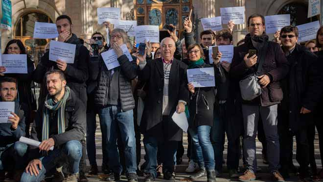 Periodistas concentrados frente al Tribunal Superior de Justícia de Catalunya por la libertad de prensa.