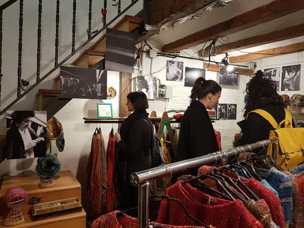Estudi Tèxtil, una de los comerciosdel certamen, durante la inauguración.