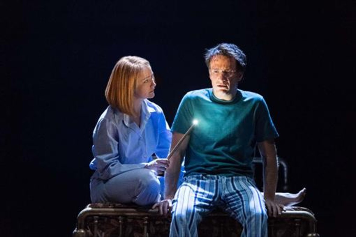 Poppy Miller (Ginny) con Jamie Parker, en el papel de Harry Potter.
