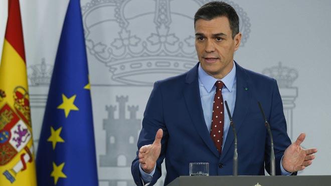 El presidente del Gobierno, Pedro Sánchez, tras comunicar al Rey la composición del Gobierno de coalición.