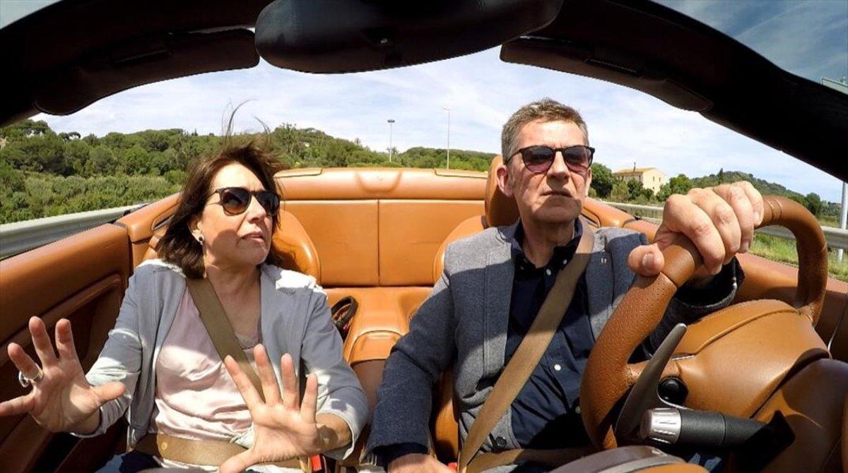 El actor, periodista y humorista Queco Novel, a bordo de un Ferrari, en 'Trenquin tòpics' (TV-3).