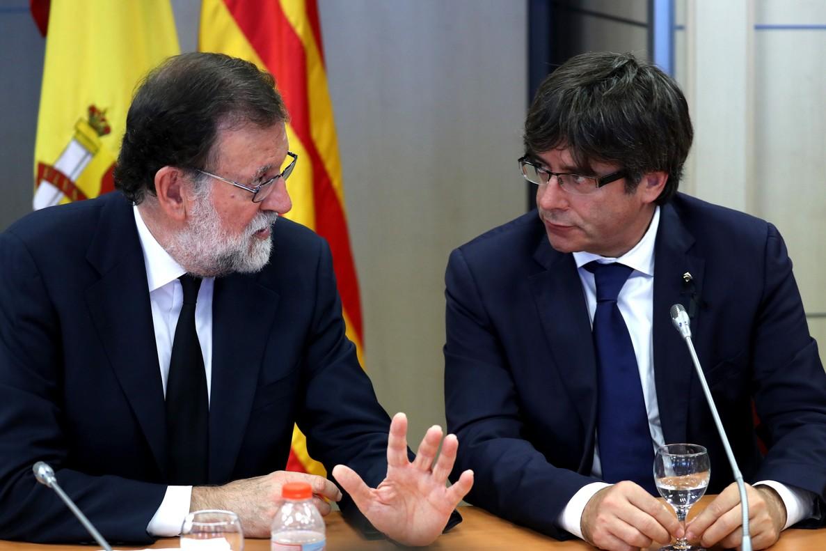 El presidente del Gobierno, Mariano Rajoy, y el presidente de la Generalitat de Catalunya, Carles Puigdemont.