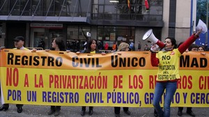 Protesta contra la privatización, ante el Registro Civil de Madrid.