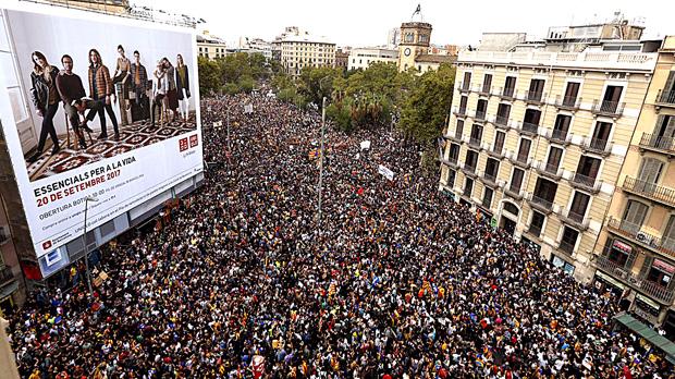 Imatges del matí del 3 doctubre, amb la convocatòria de vaga general i aturada de paísa Catalunya.