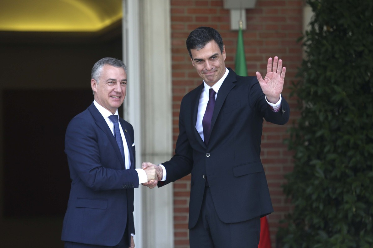 Reunión entre Pedro Sánchez e Iñigo Urkullu en La Moncloa.