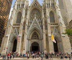 Un detingut per entrar amb bidons de gasolina a la catedral de Sant Patrici de Nova York
