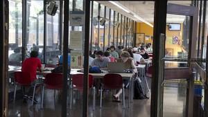 Sala de estudios en la escuela superior de ingeniería industrial de la UPC.