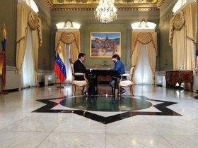 Nicolás Maduro y Jordi Évole, en la sala del Palacio de Miraflores de la capital venezolana, para el programa Salvados (La Sexta).