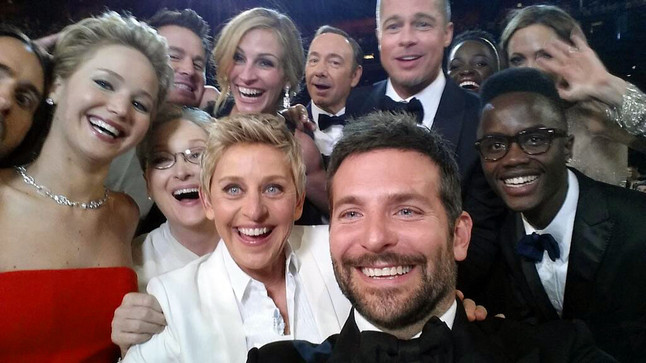 El 'selfie' de Ellen DeGeneres, en el que aparecen Jared Leto, Jennifer Lawrence, Meryl Streep, Bradley Cooper, Peter Nyong'o Jr., Channing Tatum, Julia Roberts, Kevin Spacey, Brad Pitt, Lupita Nyong'o y Angelina Jolie.