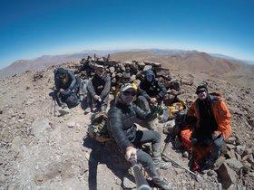 Sergi Mingote junto al resto de miembros de la expedición en Chile