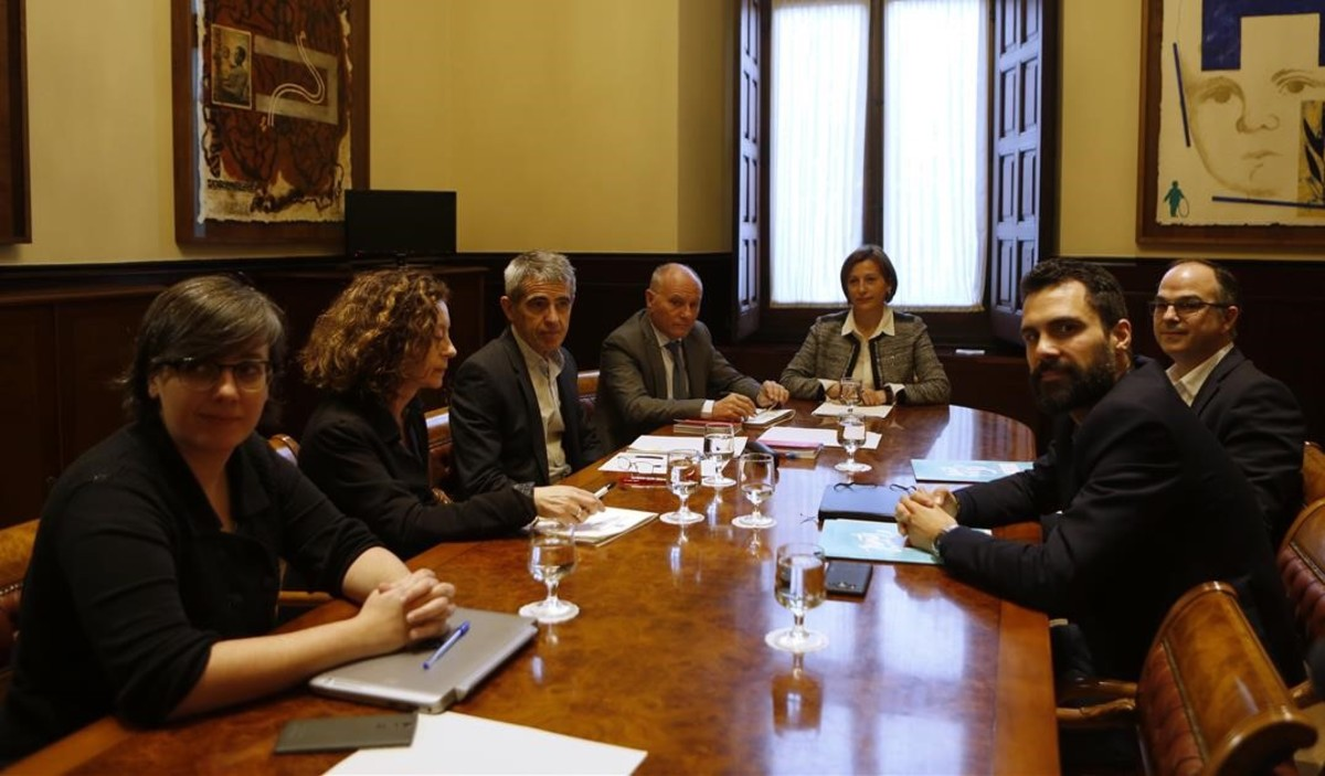 Sesión constitutiva de la ponencia conjunta sobre la reforma del reglamento del Parlament.