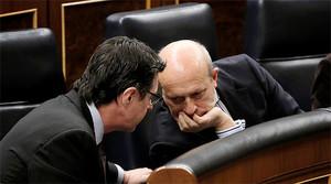 Soria y Wert comparten confidencias en el debate del Estado de la Nación, el pasado febrero.