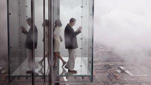 Visitantes en el mirador SkyDeck de la Torre Willis de Chicago