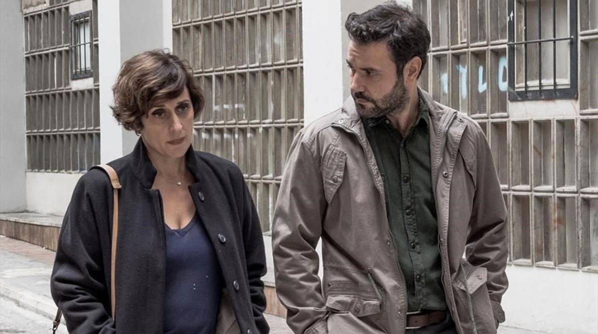Clara Segura y Miquel Fernandez, en una escena de la serie Nit i dia.