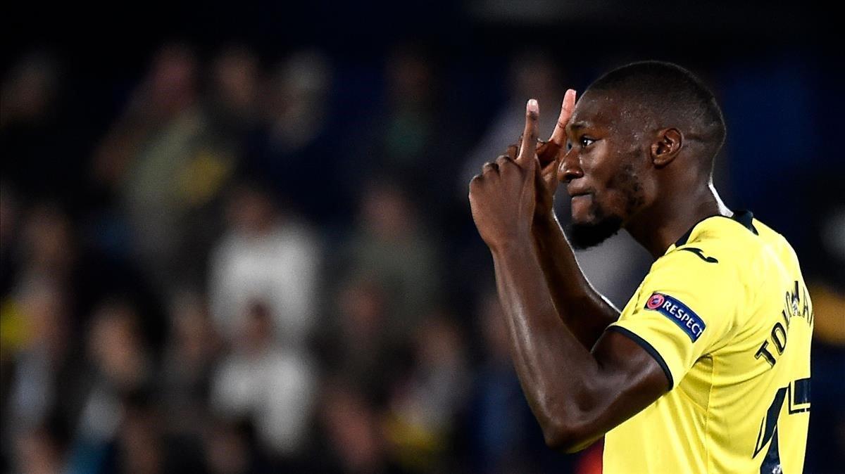Toko Ekambi celebrando un tanto con el Villarreal