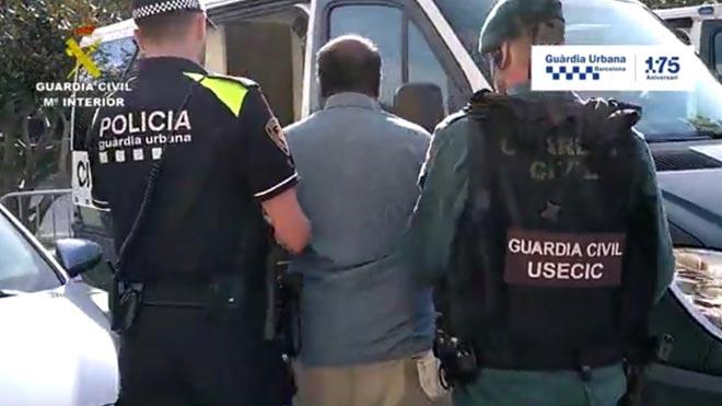 Tres detenidos por vender mojitos contaminados con bacterias fecales en las playas de Barcelona.