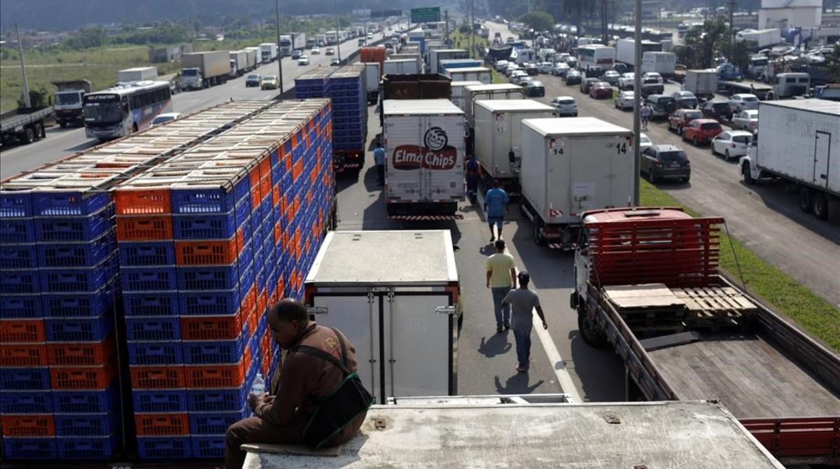 Fenadismer ha recordado que el parque actual de transporte público pesado en España supera los 240.000 camiones.