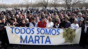 Varios centenares de amigos y vecinos de Marta del Castillo en una concentración.
