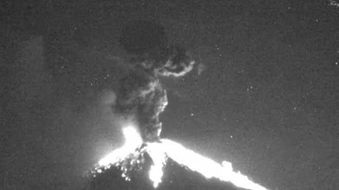El volcán Popocatepetl registra nuevas explosiones nocturnas.