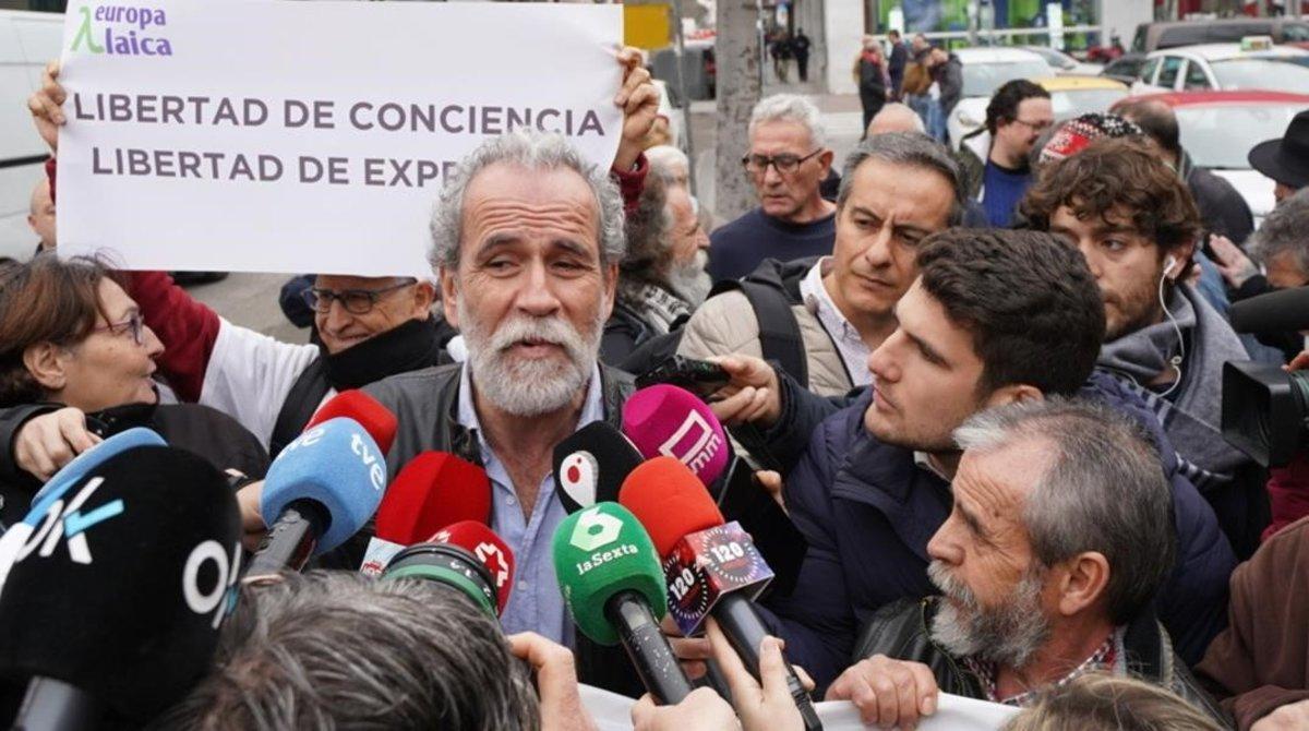 Willy Toledo a su llegada a los juzgados.