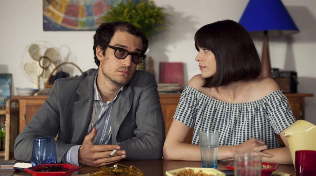Louis Garrel y Stacy Martinen una escena de Mal Genio.