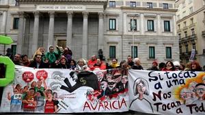 Protesta contra los desahucios ante el Congreso de los Diputados en el 2017.