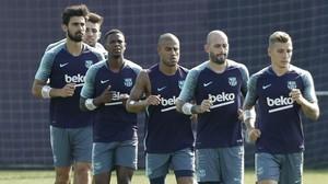 André Gomes, Munir, Marlon, Rafinha, Aleix Vidal y Digne, en el entrenamiento del lunes.