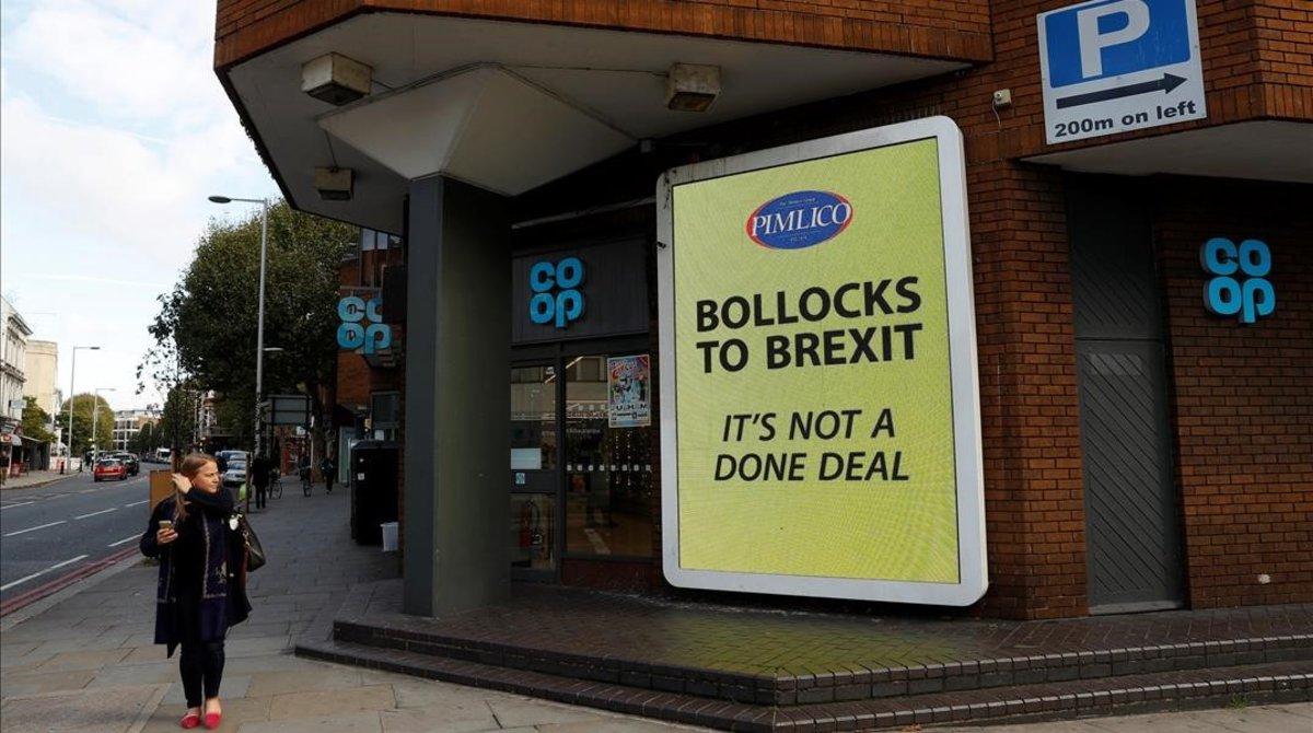 «Fins als ous del 'brexit'», el cartell d'un milionari als carrers de Londres