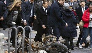 Macron estudia imposar l'estat d'emergència