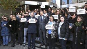 Concentración de trabajadores deEuropa Press en protestapor la intervencióndemóviles a periodistas.
