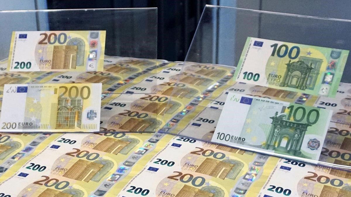 Gairebé la meitat dels espanyols prefereixen pagar en efectiu