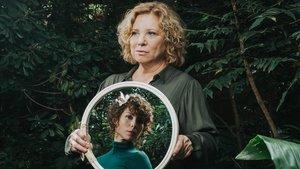 Mercè Arànega y Paula Blanco, en una imagen promocional de 'Aurora Bertrana'.