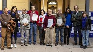 Los seis denunciantes de torturas junto a sus abogadas y representantes de la plataforma de apoyo a la 'querella argentina'