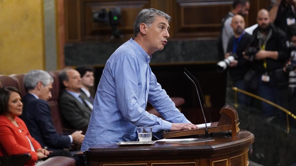 El diputado de EH Bildu Oskar Matute en el sesión de investidura de Pedro Sánchez