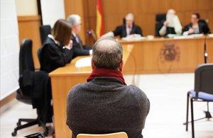 El imputado, Carles Sanandreu Ojeda, en el banquillo de los acusados de la Audiencia de Barcelona.