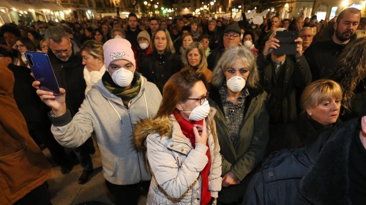 Manifestacion en la plaza de la Font de Tarragonareclamando más controles a la indústria petroquímica.
