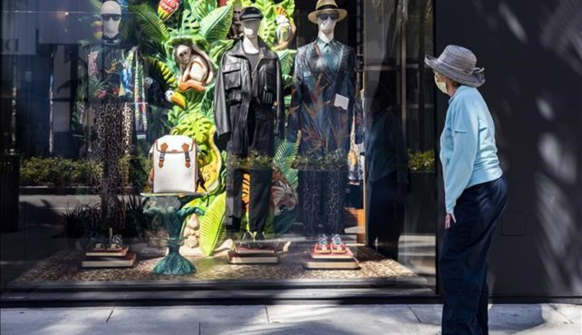 ¿Com comprar roba?: distància, desinfecció i realitat virtual