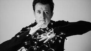 Manolo García: «La poesia et fa veure que estàs despert»