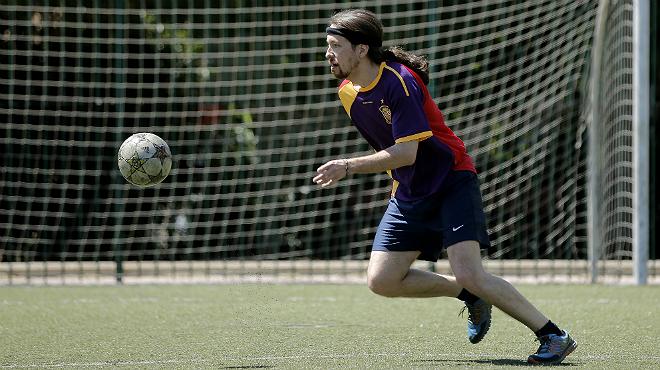 Pablo Iglesias Juega Un Partido De Futbol Con Miembros De Podemos