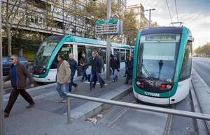 dcaminal31974933 barcelona 26 11 2015 trambaix tram tranvia por la 160301130442