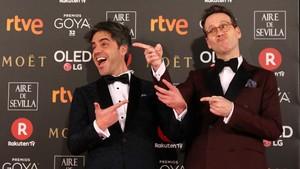 Ernesto Sevilla y Joaquín Reyes, presentadores de la gala, en la alfombra roja de los Goya