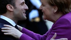 Macron recibe a Merkel en el Elíseo