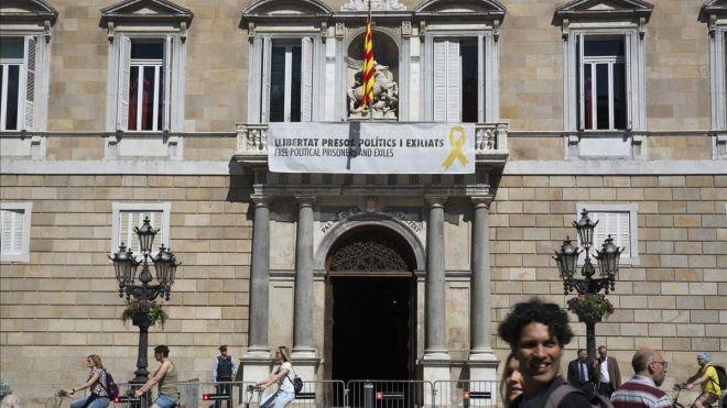 Torra no retirará la pancarta con los lazos amarillos pese a la orden judicial
