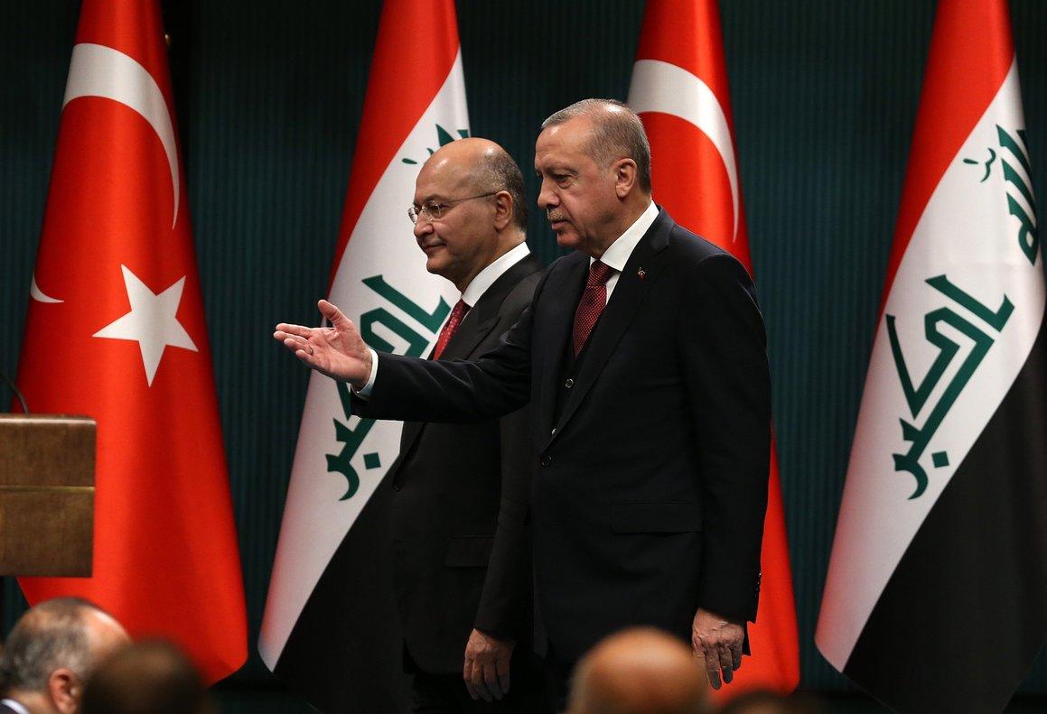 El presidente turcoRecep Tayyip Erdogany su homologo iraquiBarham Salihofrecen una rueda de prensa conjunta en el Palacio Presidencial en AnkaraTurquiaEFEStr