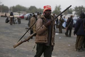 Miembro de un grupo de autodefensa en Nigeria.