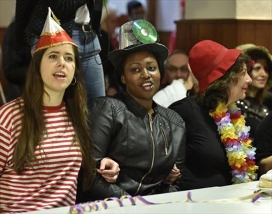 Acto celebrado en Coloniapara que los refugiados conozcan el carnaval.