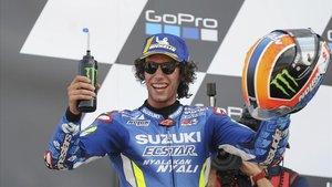 Álex Rins (Suzuki) gana por 13 milésimas en la última curva en el GP de Inglaterra.
