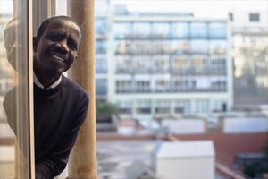Amadou Bocar Sam, en una ventana de la fundación Cepaim.